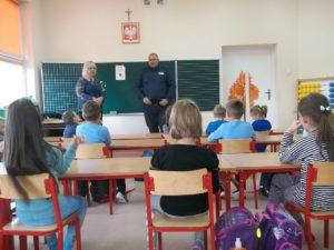 spotkanie-z-policjantem-w-szkole-podstawowej-w-krasnosielcu-1